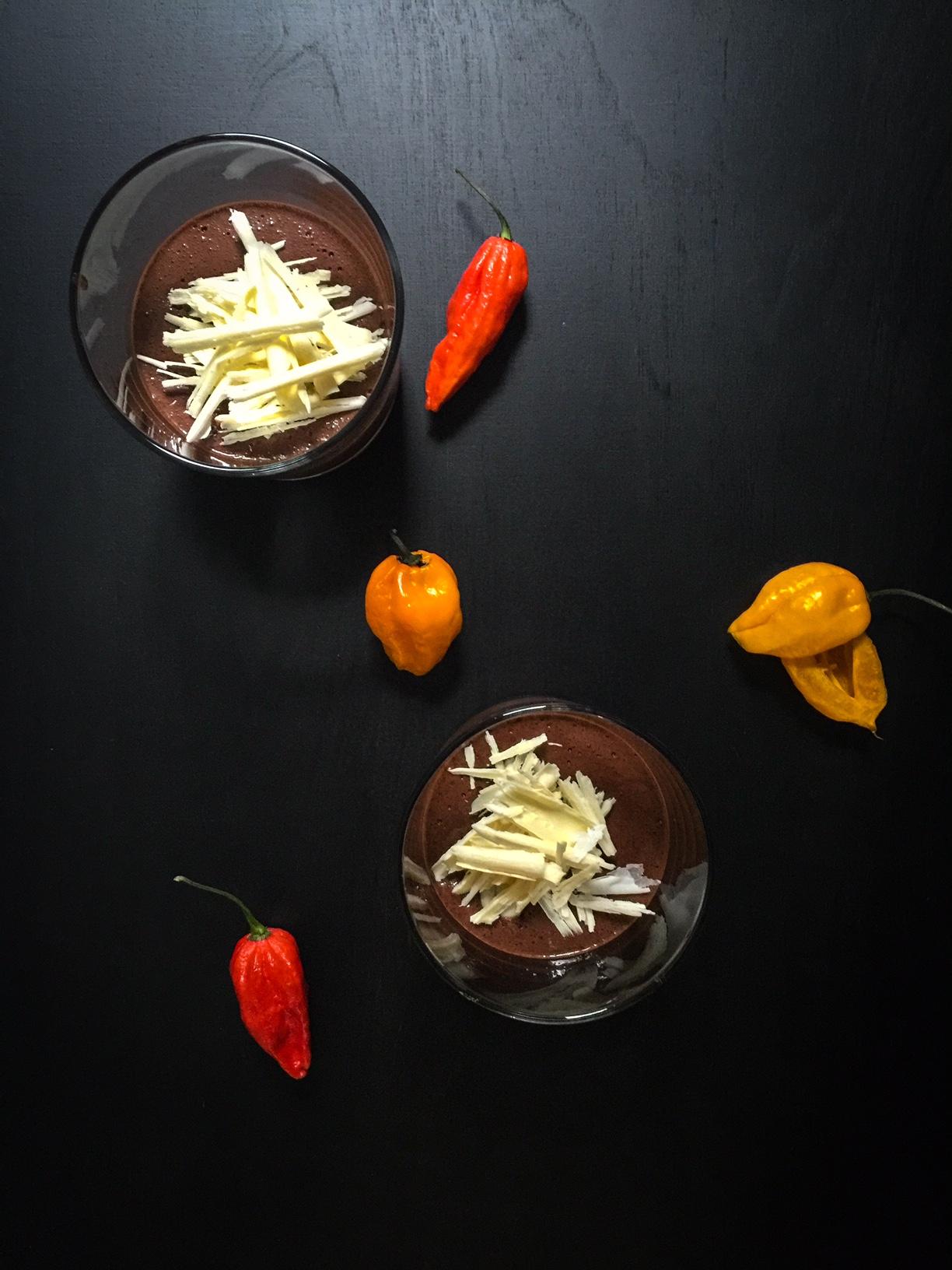 Chilillä saa potkua perinteiseen suklaamousseen