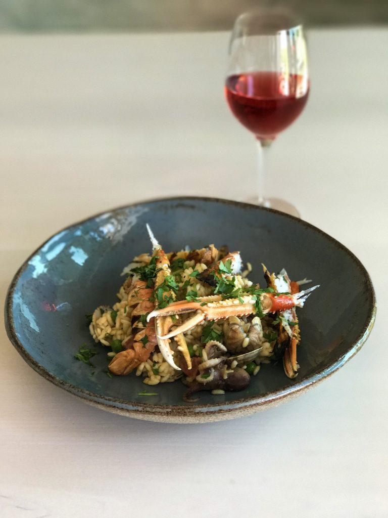 Maukas seafood paella