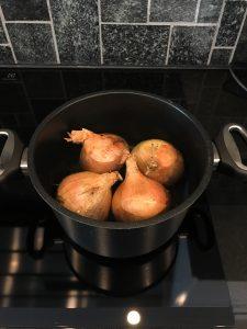 Keitetyt sipulit