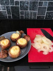 Täytetyt sipulit perunamuusilla