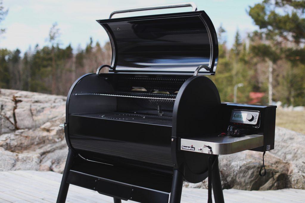 Weber Smokefire EX6 GBS puupellettigrilli arvio