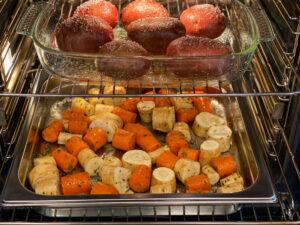 uunijuurekset ja hasselbackan perunat